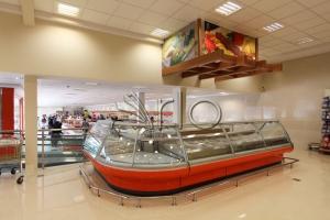 هایپرمارکت-تجهیز-فروشگاه-زنجیره ای-یخچال-شیشه خم-پیروزی7