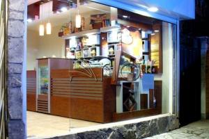 طراحی-کافه-دکوراسیون-میز سفارش-فنجون1