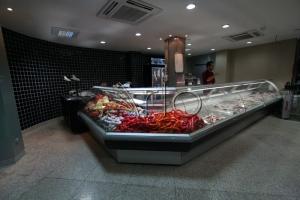 طراحی-تجهیز-قفسه-فروشگاهی-شیشه خم-لاهیجان11