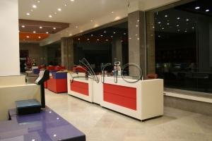 طراحی-دکوراسیون-شیرینی فروشی-میز صندوق-لویزان1
