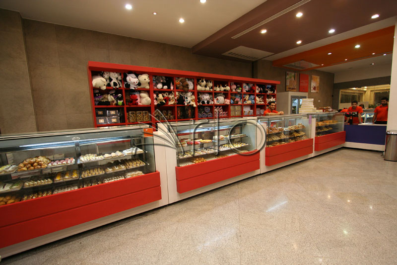طراحی-دکوراسیون-شیرینی فروشی-یخچال-لویزان2