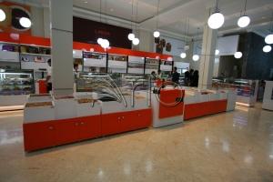 طراحی-دکوراسیون-قنادی2-استند آجیل-شیرینی فروشی