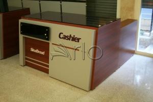 طراحی-تجهیز-دکوراسیون-میز صندوق-سینا5