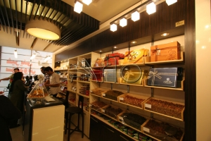 طراحی-دکوراسیون-شیرینی فروشی-شکلات-آجیل-پاسداران4