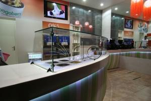 طراحی-تجهیز-دکوراسیون-تاپینگ-بستنی-یوگوبری3