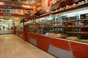 طراحی-دکوراسیون-شیرینی فروشی-یخچال-قنادی-پیروزی2